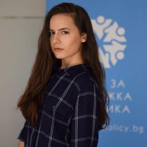 Камелия Николова